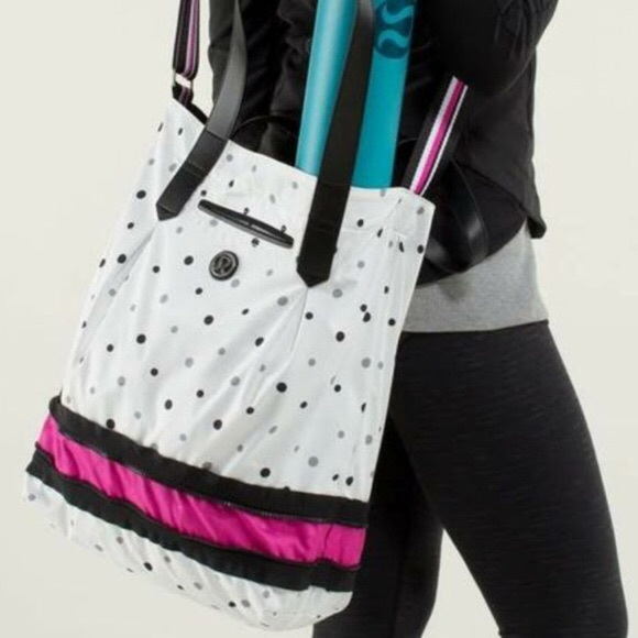 77281883a1 Lululemon Enlighten and Expand Tote In Exploded Do Lululemon
